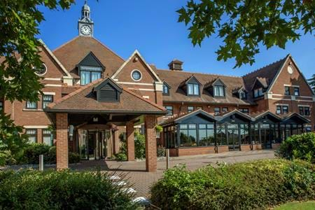 exterior entrance doubletree by hilton stratford-upon-avon